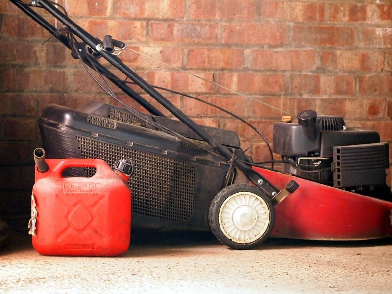 can car gas be use in lawnmowers