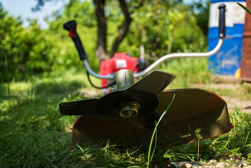difference between brush cutter and weed eater