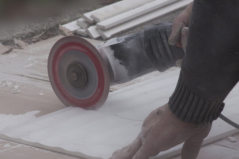 cutting porcelain tile without chipping