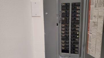 how long does breaker panel last