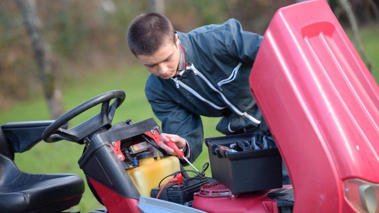 how to keep lawn mower battery charged